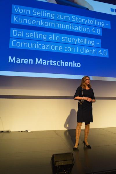 """Foto von Maren Martschenko spricht zum Thema """"Vom Selling zum Storytelling"""""""